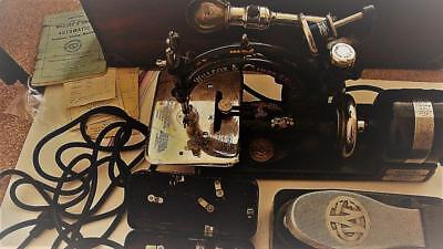 1910? Wilcox & Gibbs Automatic Noiseless Sewing Machine Ser. A369985 & Access.