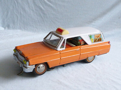 Red China ME 712 Cadillac Battery Operated Blech Auto Tin Toy Station Car