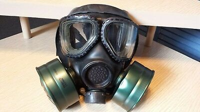 US MILITARY M-40 Series Gas Mask, Canvas bag w/2 canisters NEW