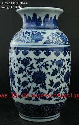 delicate Chinese antique hand painted blue and white porcelain vase b02