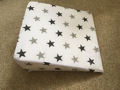 Pregnancy wedge with starred cover