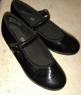 Girl black tap shoes size 11 1/2 in good condition