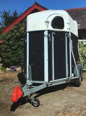 Requisite Cheval Liberte 200 horse trailer by Robinsons Takes 2X17hh 2009 model