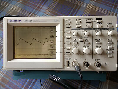 Tektronix TDS220 2 Channel Oscilloscope 100MHz 1Gs/s + 2 x probes