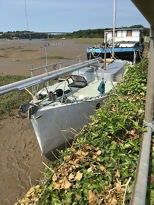 Yacht/houseboat on a North Devon rent free tidal mooring!