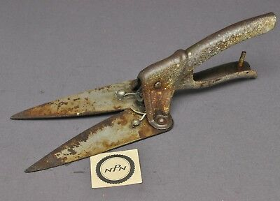 Vintage Primitive Country Farm Garden Clippers Shears Lawn Grass Snipping Tool