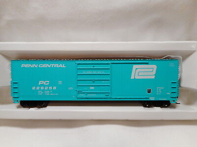 Proto 1000 - HO Scale Penn Central 50' High Roof Box Car - PC229258