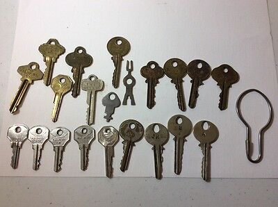 Lot Of 21 Vintage Misc Keys