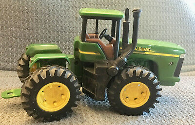 John Deere Tractor Toy Plastic And Metal Licensed Product 00513001