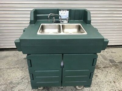 2 Compartment Portable Hand Wash Sink Cart Cambro CamKiosk KSC402 NSF #8620
