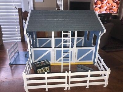 Breyer Classics #699 Country Stable Wash Stall, blue horse barn accessories (WR)