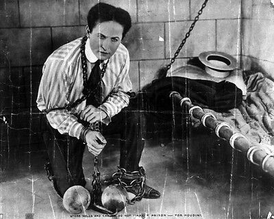 New 8x10 Photo: Magician Harry Houdini in Promotional Pic