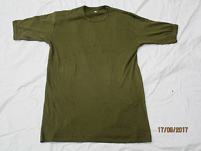 5x  Vest ,olive, englisches T-Shirt,2004, PT, Medium/Large,102cm