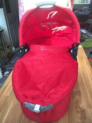 Quinny Buzz Carrycot - Red - Excellent Condition