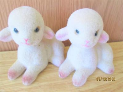 """2 Vintage Tagged """"sc"""" Brown Flocked Lamb Ornament Figures Made In Hong Kong"""