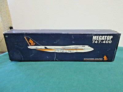 Singapore Airlines MEGATOP 747-400 Plastic Model w Stand
