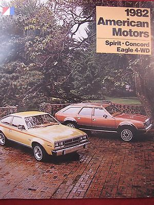 1982 AMC ORIGINAL FULL LINE SALES BROCHURE in ENGLISH for CANADIAN MARKET