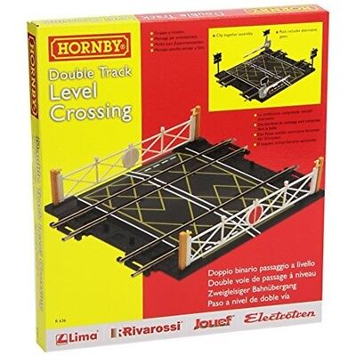 Hornby R636 00 Gauge Level Crossing Doppelspur