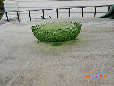 LG Wright daisey button berry dish green, vintage used