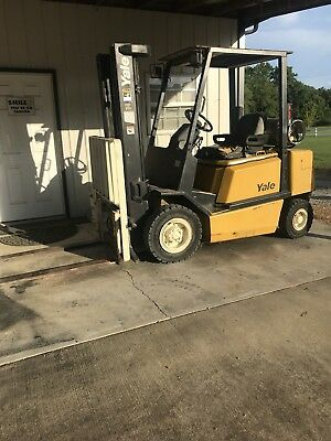 Yale 5000 lb. capacity Solid pneumatic tire forklift LOW HOURS