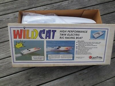 Vintage WildCat HIGH PERFORMANCE Twin Electric RC Racing Boat Kit NOS Wild Cat