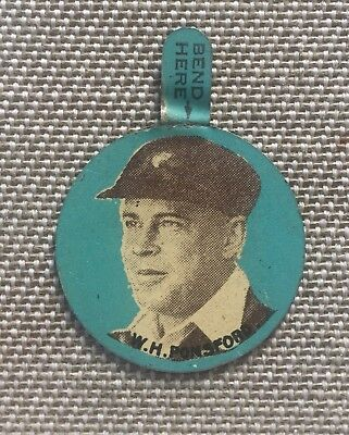Griffiths Confectionary Rare Cricket Badge - Bill Ponsford. Circa 1930