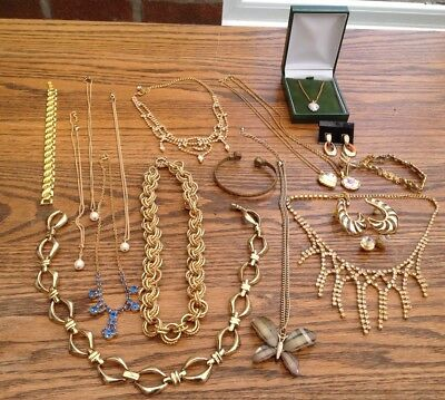 Lot of Vintage GOLD TONE Mixed Costume Jewellery Inc.Necklaces