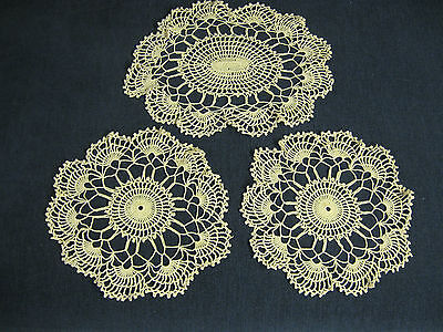 Dainty Oval centre 2 small round crochet doiley trio duchess dressing table set