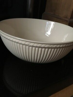 Beautiful Wedgwood Edme Queens Ware salad fruit bowl cream