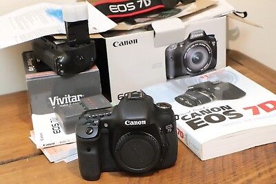 Canon EOS 7D 18.0MP Digital SLR Camera Body  MINT Low shutter Count + Extras