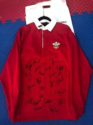 Wales 2018 Six Nations squad signed rugby top