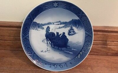 Royal Copenhagen 1964 Christmas Plate Blue & White 7 1/4""