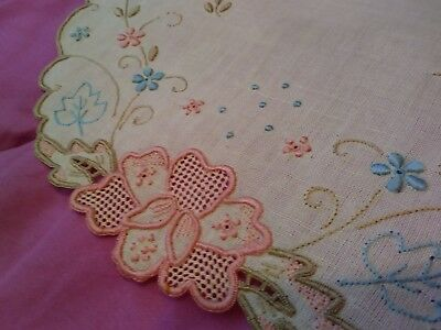 """Exceptional Madeira Embroidered and Cutwork 20"""" x 11 1/2"""" Linen Table Runner"""