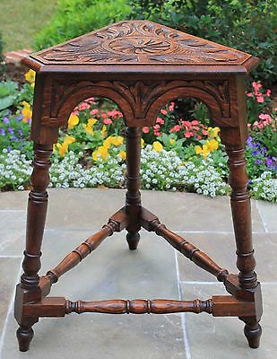 Antique English Carved Oak Triangular Occasional Lamp End Table Bench Stool