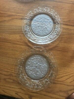"""Princess House Fantasia Dinner plates 2 frosted center poinsettia 10"""" 511 Smooth"""