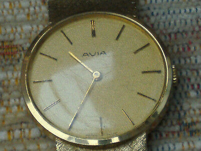 VINTAGE MENS AVIA MANUL WRIST WATCH. 1960/70s GOLD TONE WITH MATCHING STRAP