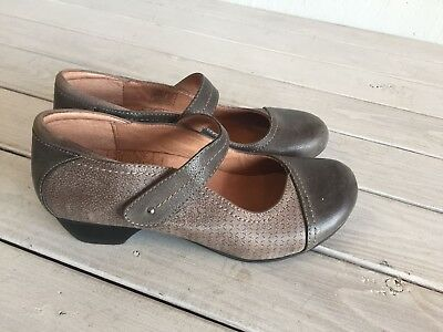 TAOS Grey Leather Mary Jane Shoes Size 7 EU 38 Mambo Two Tone Comfort Velco Wms