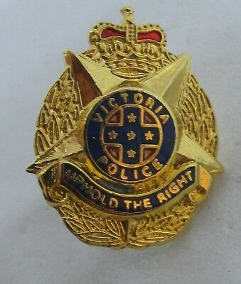OBSOLETE VICTORIA POLICE UPHOLD THE RIGHT GOLD TONE 15mm PIN BADGE