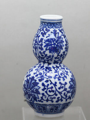 Very Beautiful Vintage Chinese Hand Painted Blue & White Porcelain Gourd Vase