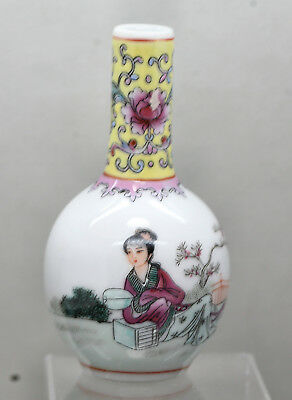 Stunning Vintage Chinese Hand Painted Famille Rose Small Decorative Vase