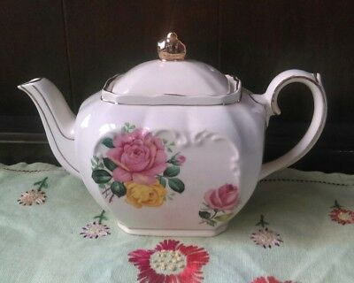 Sadler Cube Small Teapot for 1 Pink and Yellow Roses Perfect condition!!!