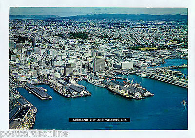 C3308cgt New Zealand Auckland City and Wharves postcard