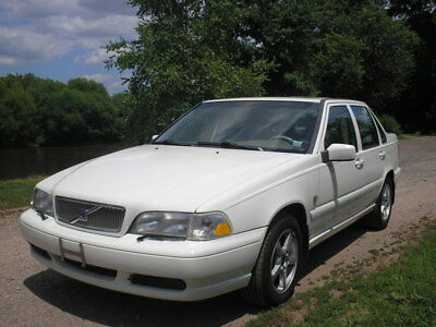 2000 Volvo S70  Volvo S70 AWD Low Miles/Mint Condition