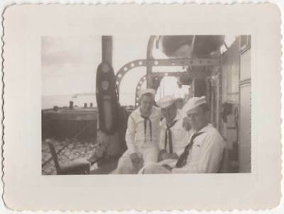 NAVY SAILORS BUDDIES IN UNIFORM ON SHIP OLD/VINTAGE PHOTO-SNAPSHOT-x275