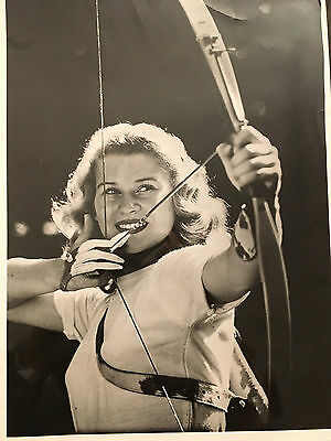 Photo Originale. Tir A L'arc.penelope Marston.championne Usa.annees 50.