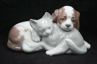 "Lladro Figurine #6599 Bosom Buddies - Dog & Cat - 7"" Wide - 100% to Charity"