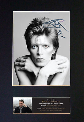 "David Bowie - RARE ""STARMAN"" - Stunning Signed Signature/Autographed Photograph"