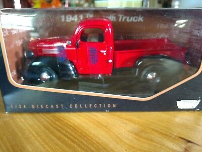 NIP 1941 PLYMOUTH Pick Up Truck 1:24 Scale Red with Black Motor Max