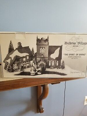 Dept 56 Dickens' Village THE SPIRIT OF GIVING Start a Tradition 13 Pc