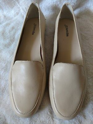 18221a26df6c Women s Ivory Leather Slip-On Loafers Size 8.5 Medium Soft Leather - Very  Clean